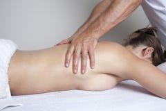 Kvinnlig massage arkivfoton
