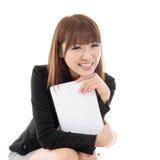 Kvinnlig med datorminnestavlan arkivfoto