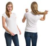 Kvinnlig med den tomma vita skjortan och långt hår Arkivbild