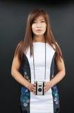 Kvinnlig med filmkameran Fotografering för Bildbyråer