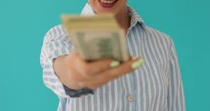 Kvinnlig med pengar i randig skjorta stock video