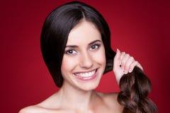 Kvinnlig med starkt hår Fotografering för Bildbyråer