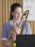 Kvinnlig med trombonen Arkivfoto