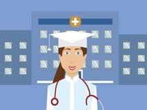 Kvinnlig medicinare och invånare i stående för vektor för doktorskappa- och akademikerhatt med sjukhuset bakom Royaltyfria Bilder