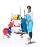 Kvinnlig mer ren med lokalvårdutrustning Royaltyfri Fotografi