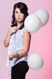 Kvinnlig modell som rymmer tre ballonger Royaltyfri Fotografi