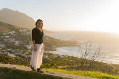 Kvinnlig modell vid havet Fotografering för Bildbyråer