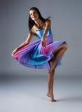 Kvinnlig modern dansare Arkivbilder