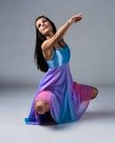 Kvinnlig modern dansare Royaltyfri Bild