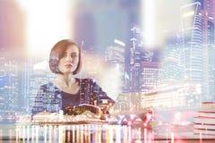Kvinnlig på arbetsplatsmultiexposuren Arkivfoto