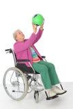 Kvinnlig pensionär i rullstol Royaltyfri Foto