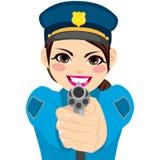 Kvinnlig polis som pekar vapnet Arkivbilder