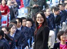 Kvinnlig rektor som ler i vuxen ceremoni, Adobe rgb Royaltyfria Bilder