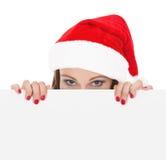 Kvinnlig santa som rymmer ett julwhitekort Royaltyfria Bilder