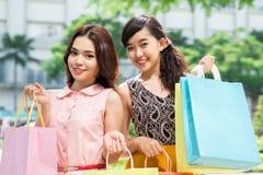 Kvinnlig shopping Arkivbild