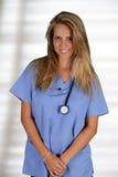 Kvinnlig sjuksköterska Arkivbild
