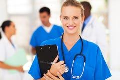 Kvinnlig sjukvårdarbetare royaltyfria foton