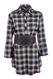Kvinnlig skjorta för pläd med bältet Arkivfoton