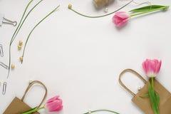 Kvinnlig skrivbordworkspaceram Fotografering för Bildbyråer