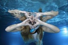 Kvinnlig snorkeler royaltyfri fotografi