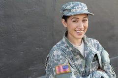 Kvinnlig soldat för lycklig sund etnisk armé fotografering för bildbyråer