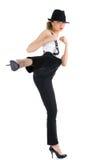 Kvinnlig som skyddar hon själv med kampsportsais Royaltyfri Bild