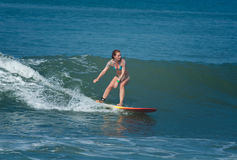 Kvinnlig surfare Royaltyfri Fotografi