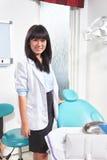 Kvinnlig tandläkare Royaltyfria Foton