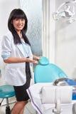 Kvinnlig tandläkare Royaltyfria Bilder
