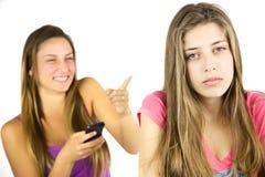 Kvinnlig tonåring som är ledsen om att skrattas på royaltyfri bild