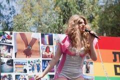 Kvinnlig Transgendersångare Fotografering för Bildbyråer