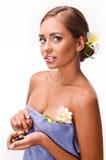 Kvinnlig under lyxigt tillvägagångssätt av massagen Fotografering för Bildbyråer
