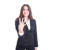 Kvinnlig visning nummer fyra för ung affär med fingrar fotografering för bildbyråer