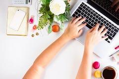 Kvinnlig workspace, bästa sikt fotografering för bildbyråer