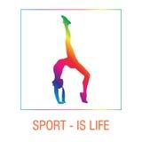 Kvinnlig yoga poserar Flicka och övning, vård- livsstil, jämviktsposition Fotografering för Bildbyråer