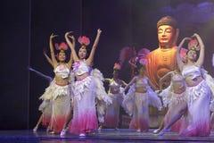 Kvinnliga buddistiska dansare Royaltyfri Bild