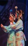 """Kvinnliga för Opera"""" för krigarehuvudbonadPeking generaler kvinnor av Yang Familyâ € arkivfoto"""