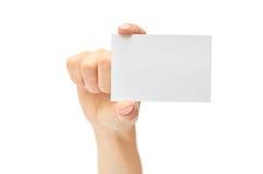 Kvinnliga händer rymmer ett affärskort bakgrund isolerad white Royaltyfria Foton