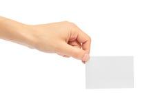 Kvinnliga händer rymmer ett affärskort bakgrund isolerad white Royaltyfri Bild