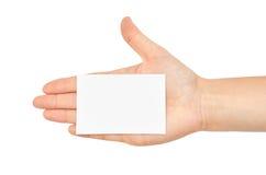 Kvinnliga händer rymmer ett affärskort bakgrund isolerad white Arkivbilder