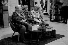 KVINNLIGA HÖGA SHOPPARE Fotografering för Bildbyråer
