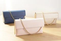 Kvinnliga handväskor Arkivfoton