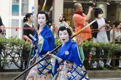Kvinnliga krigare på den Nagoya festivalen, Japan arkivfoto