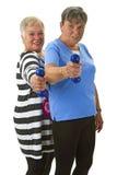 Kvinnliga pensionärer med hanteln Arkivfoto