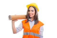 Kvinnliga rullande ritningar för konstruktör eller för arkitekt innehav Fotografering för Bildbyråer