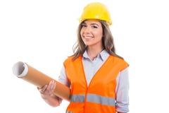 Kvinnliga rullande ritningar för konstruktör eller för arkitekt innehav Arkivbilder