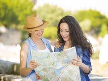 Kvinnliga turister arkivbild