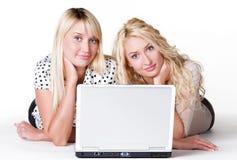 kvinnligbärbar datorbarn Arkivfoton