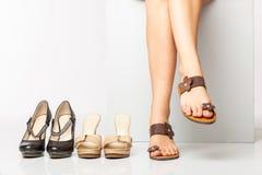 Kvinnligben i modeskor royaltyfri bild