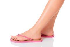 Kvinnligfot med flip-flops Royaltyfria Bilder
